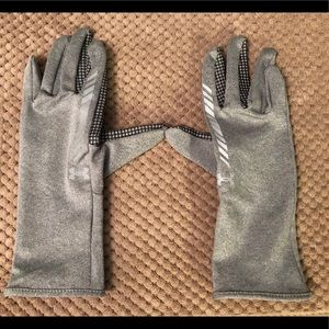 UNDER ARMOUR LINER GLOVES LADIES MEDIUM